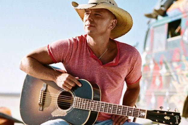 Kenny Chesney con All I Want for Christmas Is a Real Good Tan (2003)