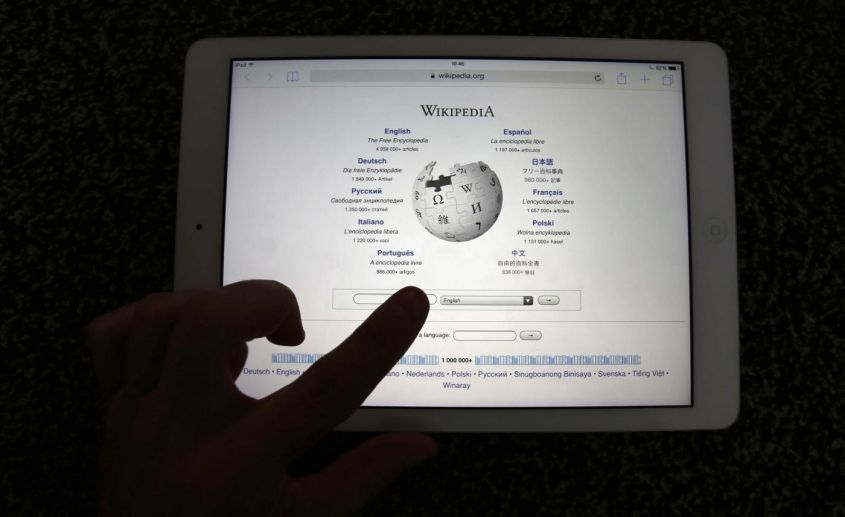 Wikipedia blocks accounts