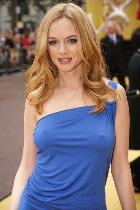 Heather Graham senza reggiseno