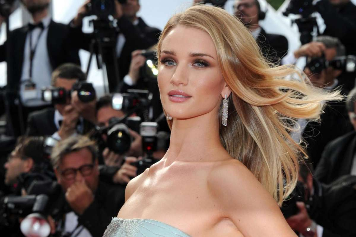 Rosie Huntington-Whiteley a Cannes