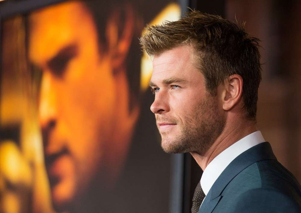 Chris Hemsworth capelli corti
