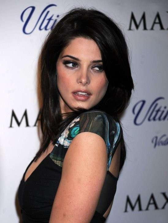 Ashley Greene mora