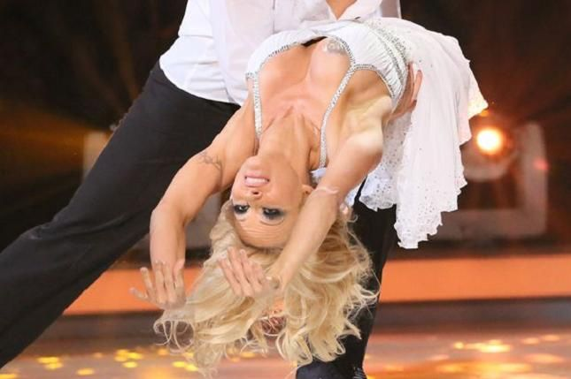 Pamela Anderson hot a Dancing on Ice