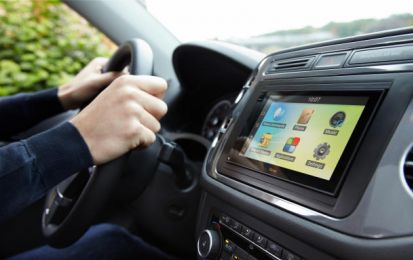 Parrot Asteroid Smart: l'autoradio con cuore Android