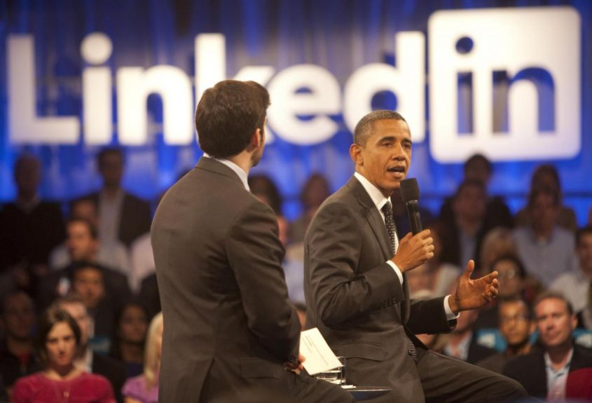 Barack Obama interviene al meeting presentato da Linkedin