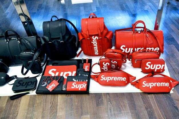 Zaini e pelletteria Louis Vuitton x Supreme