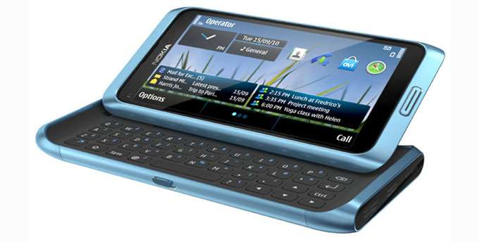Nokia E7: smartphone con display AMOLED e tastiera qwerty