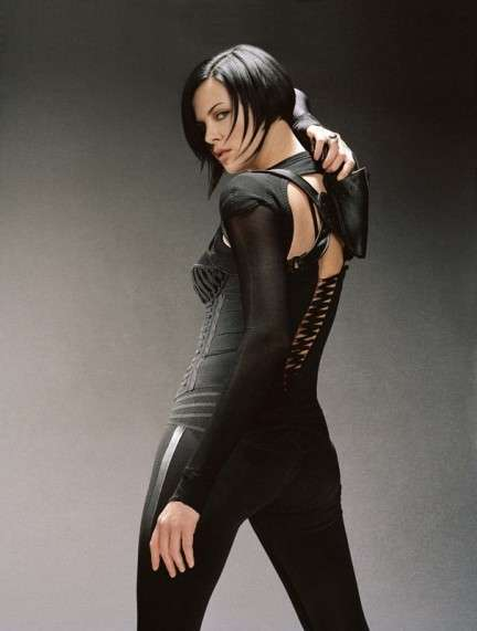 La Theron in Aeon Flux iIl futuro ha inizio