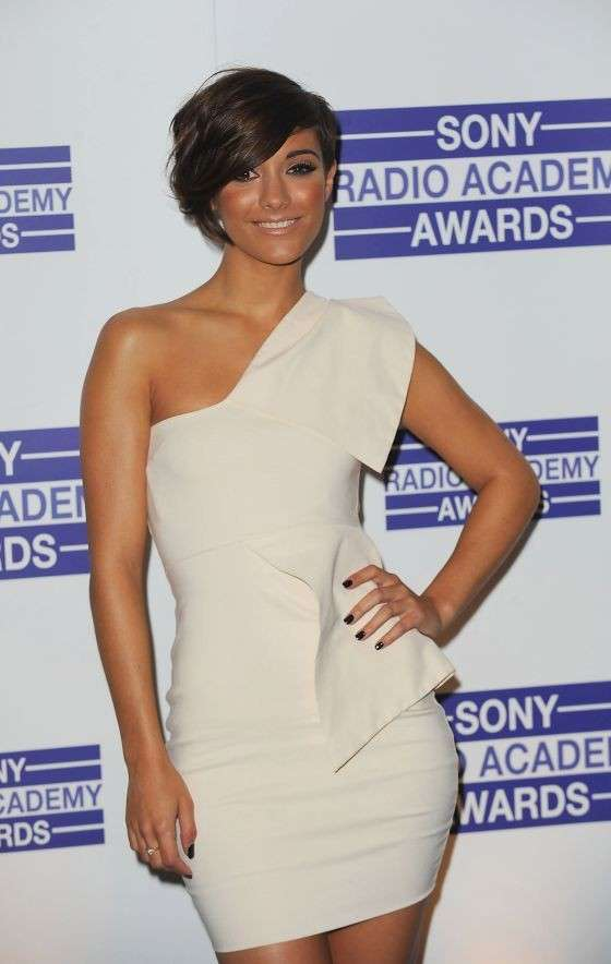 Frankie Sandford in minigonna ai Sony Radio Academy Awards 2010