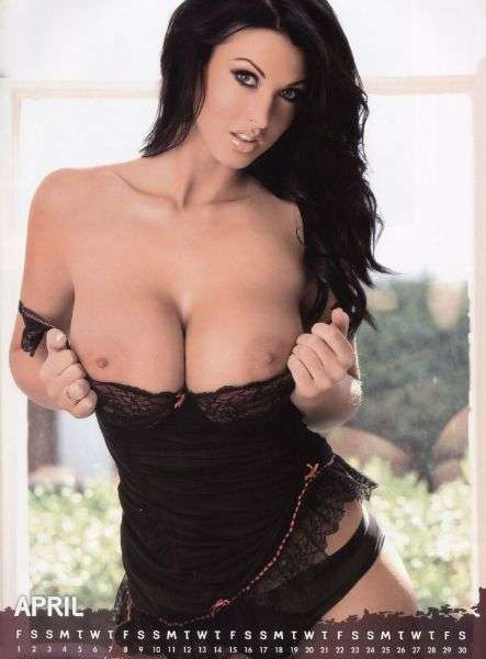 Alice Goodwin, pin-up nel calendario 2011 (2)
