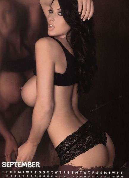 Alice Goodwin, pin-up nel calendario 2011 (3)