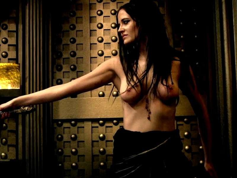 Eva Green senza top