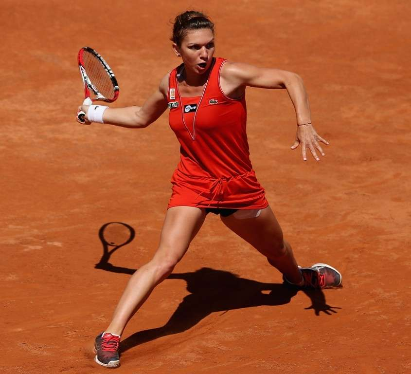 Halep in rosso
