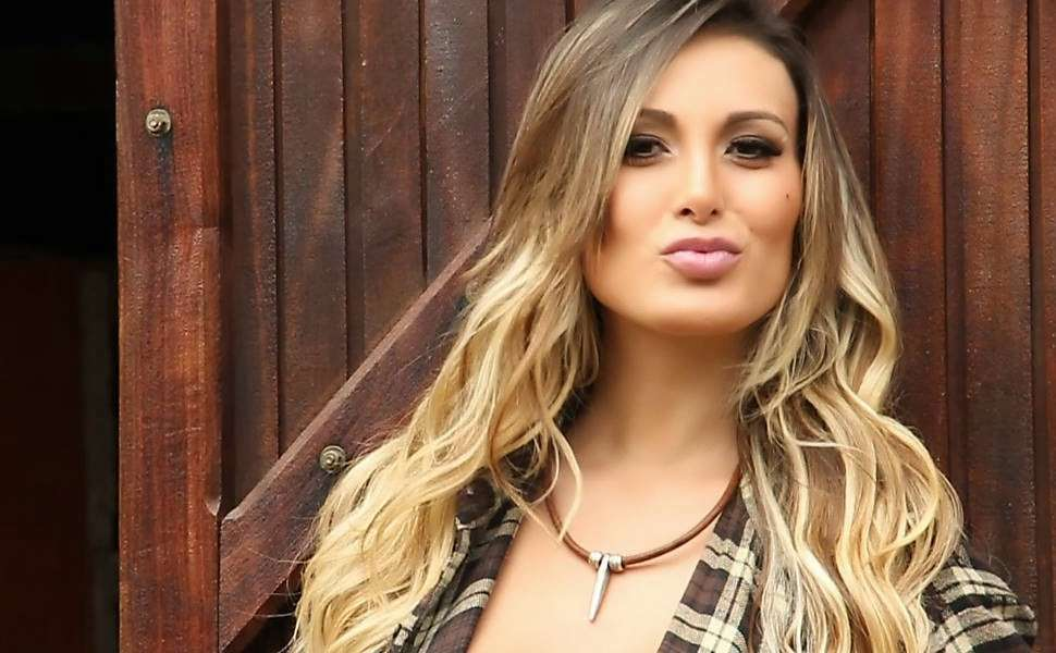 Andressa Urach in primo piano