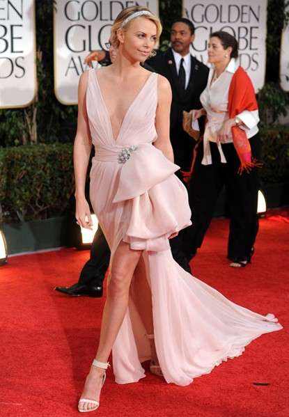 Charlize Theron ai Golden Globes 2012