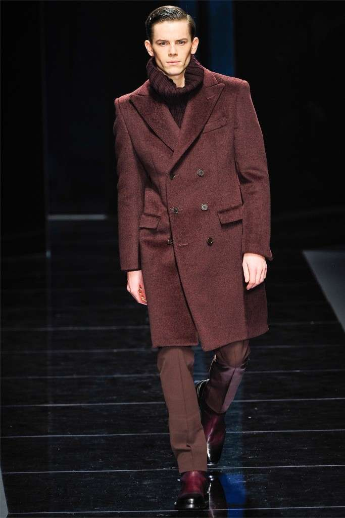 Look Natale uomo Ferragamo, look bordeaux